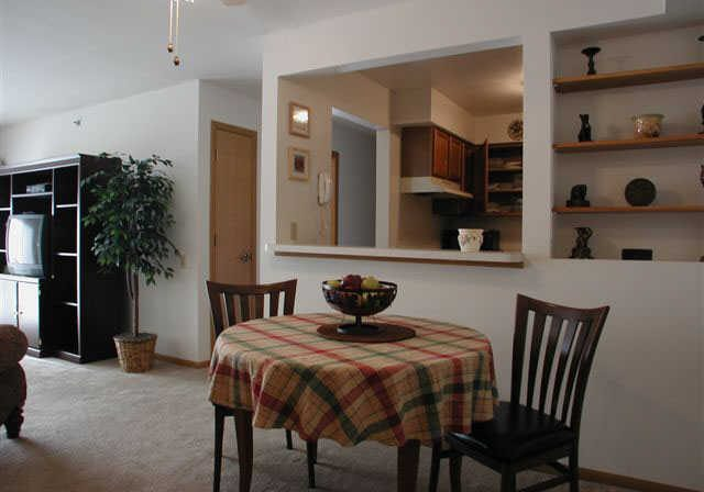 shagbark-apartments-kenosha-wi-dining-room