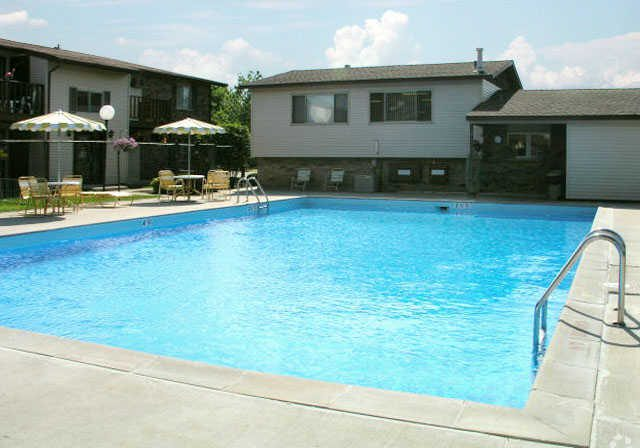 shagbark-apartments-kenosha-wi-pool(5)